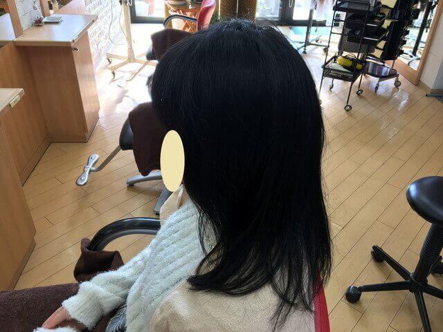 クセを伸ばす前の髪の毛左サイドの写真