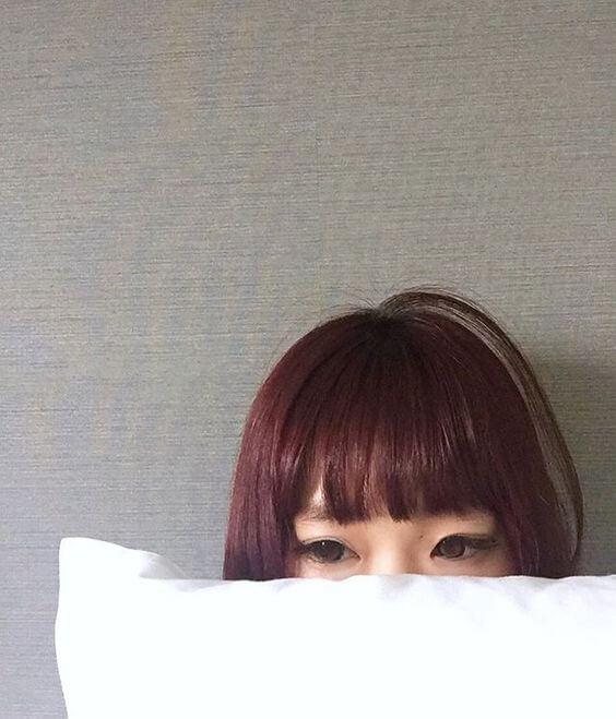 女性のアホ毛の写真