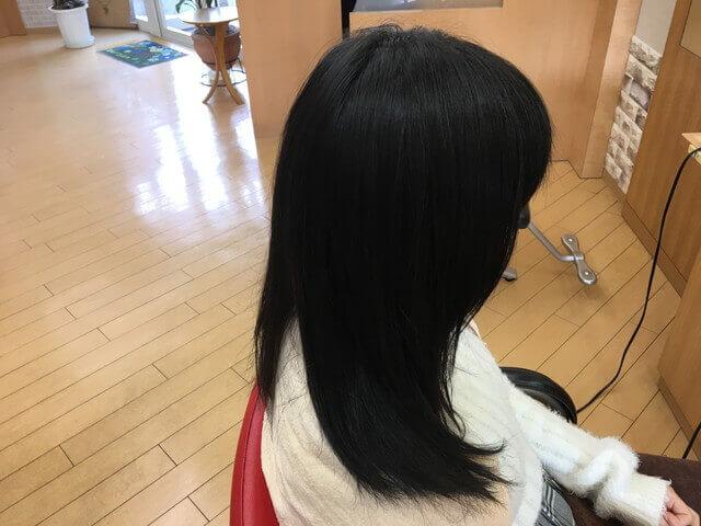 クセを伸ばす前の髪の毛右サイドの写真