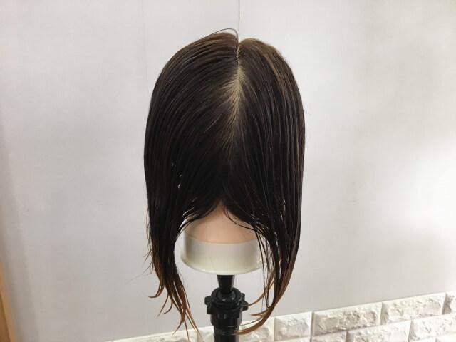 スーパーリッチシャインダメージリペアリッチ補修クリームを髪の毛に付けたところの写真