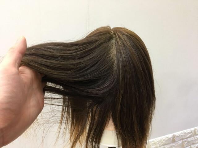何も付けていない髪の毛の指通りの写真