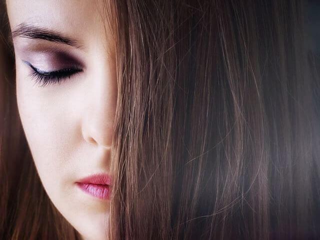ストレートの女性の髪の毛の写真
