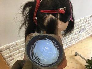 耳後ろインナーカラーに使うブリーチの写真