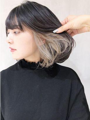 インナーカラーの女性の髪の内側