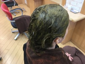 ヘナを塗り終った髪の写真