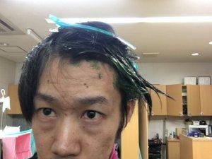 マニキュアを塗った髪の毛の写真