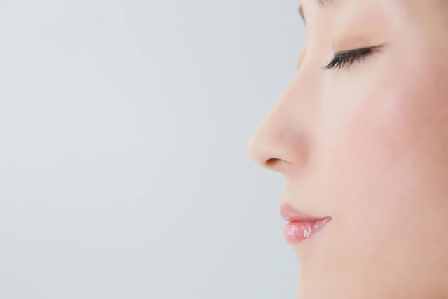 キレイな女性の横顔の写真
