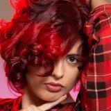赤い髪の女性の写真