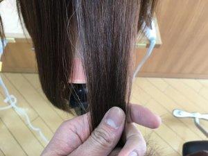 従来のストレートアイロンで伸ばした髪の毛のうるおい写真