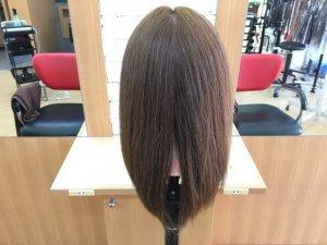 ヘアビューロンと従来のストレートアイロンで伸ばした髪の毛の比較全体写真