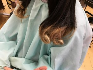 ヘアビューロンカールで巻き終えた髪の毛の写真