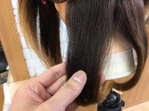 ヘアビューロンカールで作った毛束の表面の写真