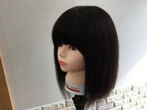 インナーカラーをする髪の毛の写真