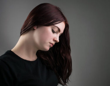若白髪が生えてくる原因と改善方法 絶対にやってはいけないこと