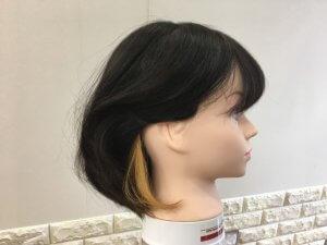 ボブヘアの耳後ろインナーカラー耳かけ写真