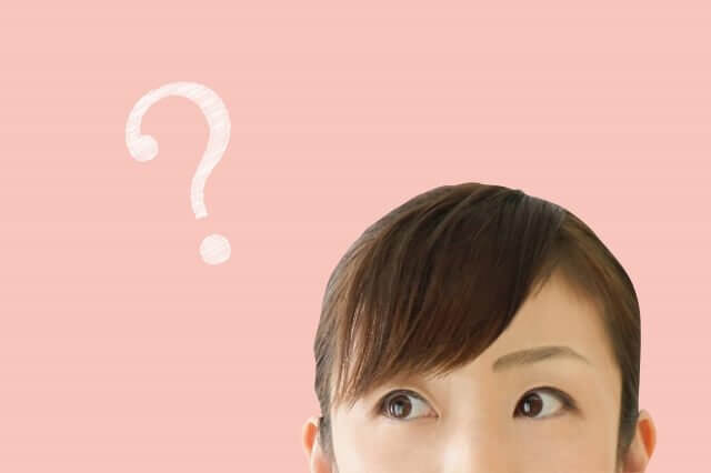 疑問を持つ女性の写真