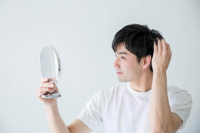 1日に何本抜けたら薄毛になる?抜け毛の原因と誰でもできる対策法