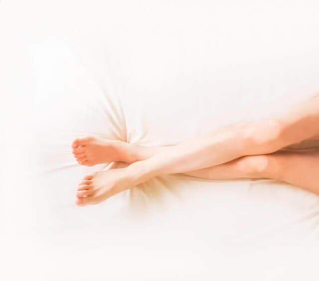 女性の脚の写真