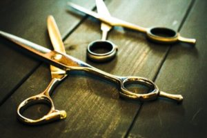 美容師のハサミの写真