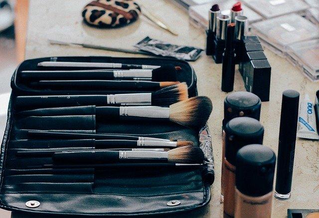 美容師のメイク道具の写真