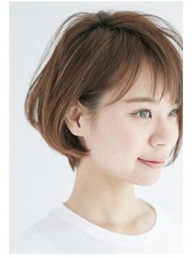 ヘアカラーした髪の毛とシースルーバングの写真