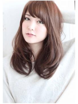 セミロングふんわり前髪の写真