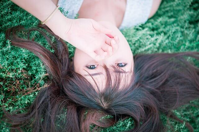 ロングヘアーの女性の写真