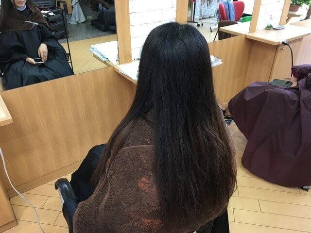 グレーアッシュで染める前のブリーチなしの髪の毛の写真