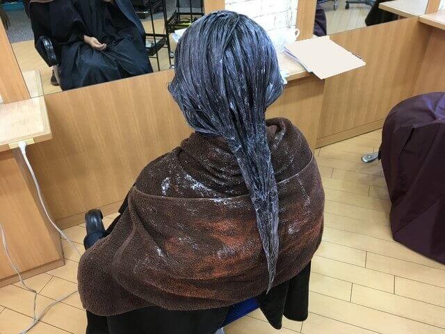 グレーアッシュで染めている髪の毛の写真