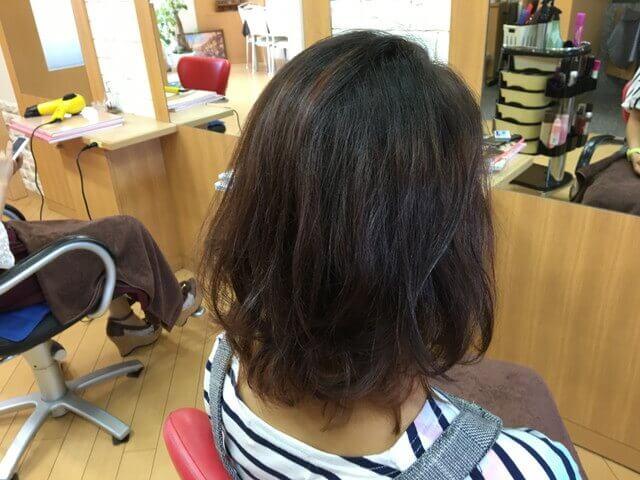 ブリーチありの髪の毛グレーアッシュの写真