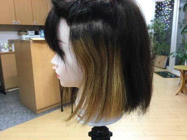 ブリーチでインナーカラーされている髪の毛の写真