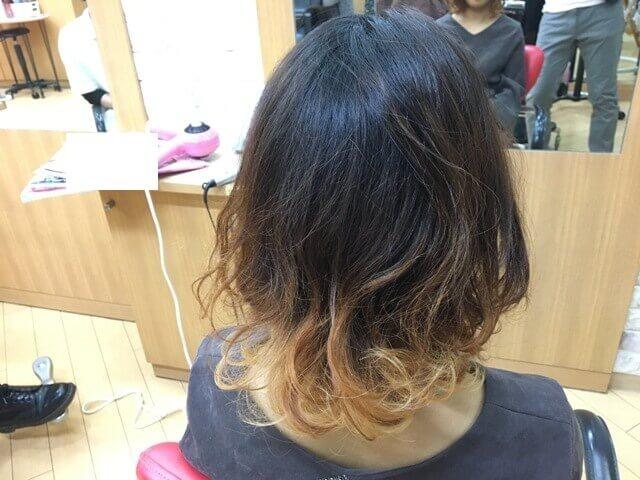 バレイヤージュグラデーションカラー巻き髪の写真