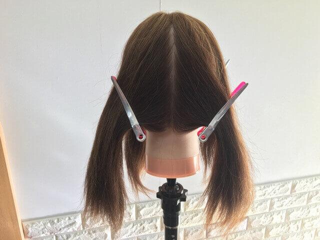 髪の毛を左右で分けた写真