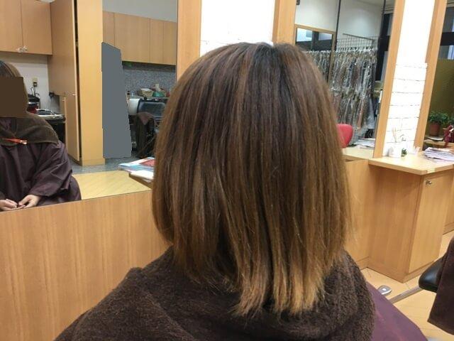ヴィンテージグレイで染める前の髪の毛の写真斜め後ろ