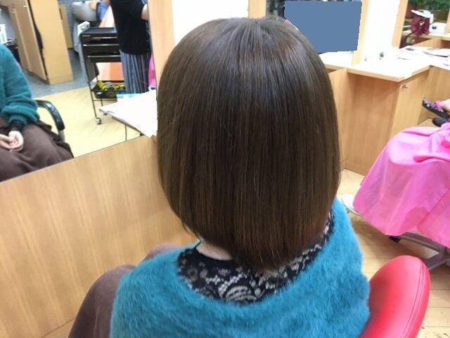 ヴィンテージグレイで染めた髪の毛斜め後ろ