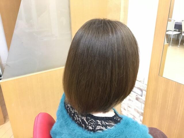 ヴィンテージグレイで染めた髪の毛右後ろ