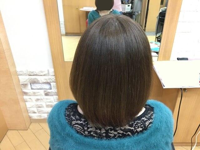 ヴィンテージグレイで染めた髪の毛後ろ