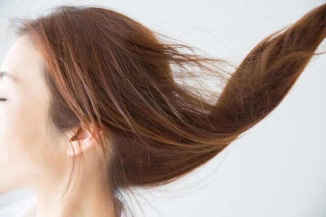 サラサラの髪の毛の女性の写真