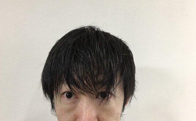 濡らした髪の毛の写真