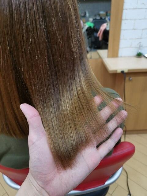 ブリーチなしアッシュグレーの毛先