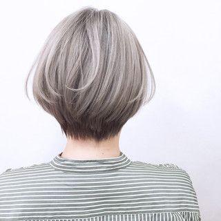 ボブスタイル灰色の女性