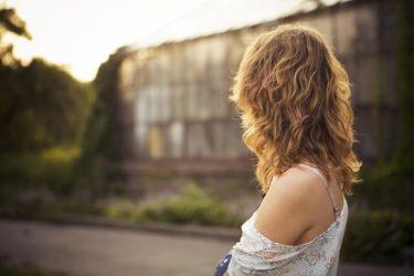 女性向けウルフカットが流行る?軽カッコいい髪型をプロが紹介