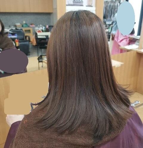 グレージュ前の髪左の写真