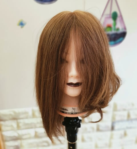根本巻きした髪