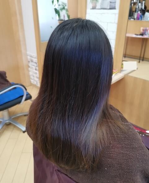 ラベンダーピンク前の髪の毛右の写真