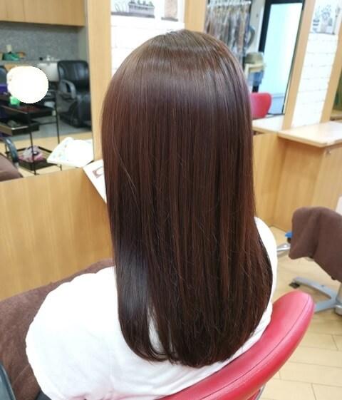 ラベンダーピンクで染めた髪の毛左の写真