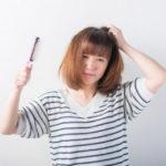 髪の毛にトラブルを感じる女性