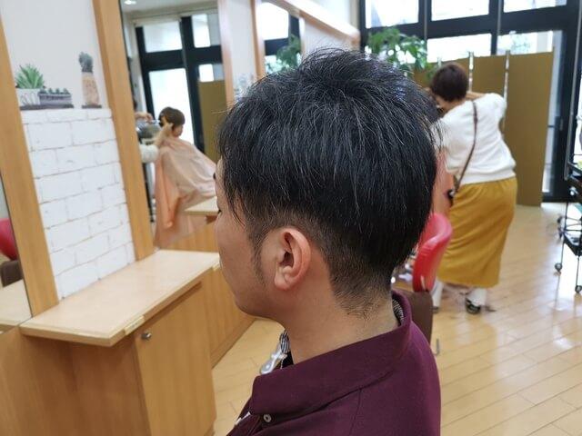 ワックスのついていないツーブロックの髪2
