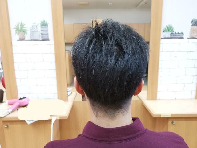 ワックスのついていないツーブロックの髪3