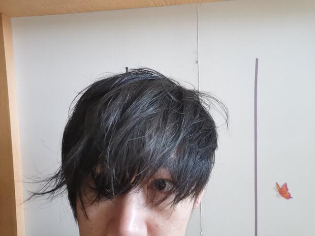 濡れたタオルで髪を拭いた髪